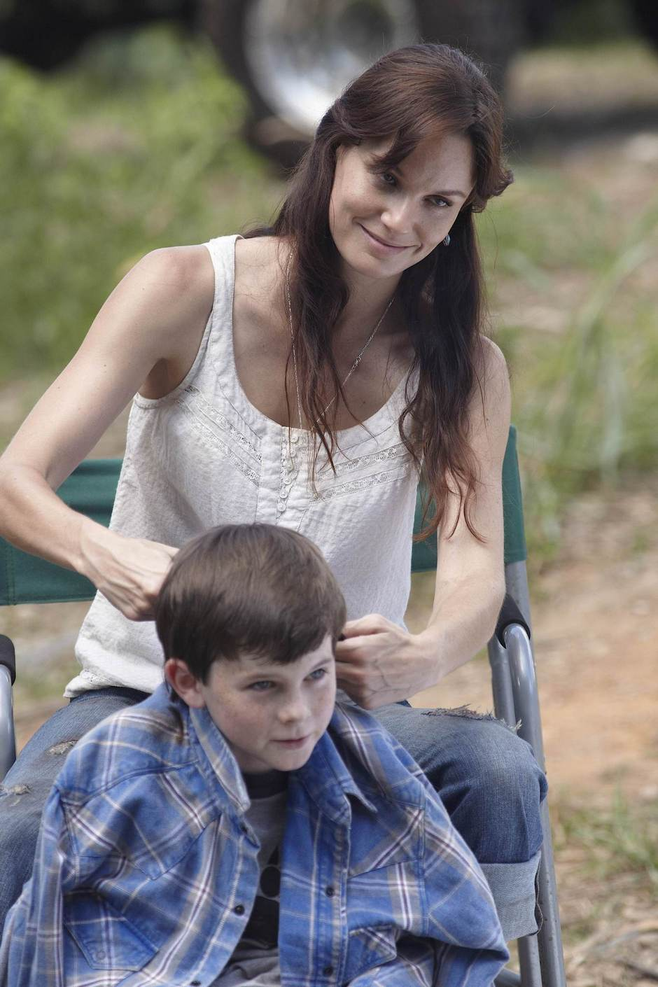 Sarah-Wayne-Callies-and-Chandler-Riggs-in-THE-WALKING-DEAD-Episode-1.03-Tell-it-to-the-Frogs-2.jpg