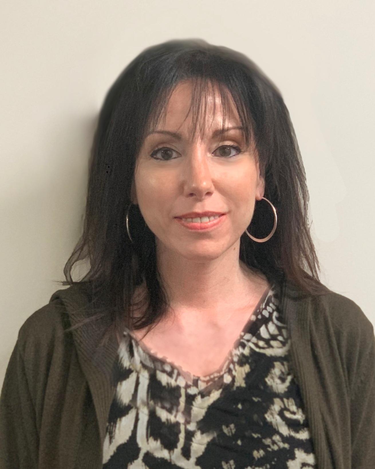 杰奎琳    英语教师   她拥有英语博士学历,现任大学教授,拥有十余年教学经验