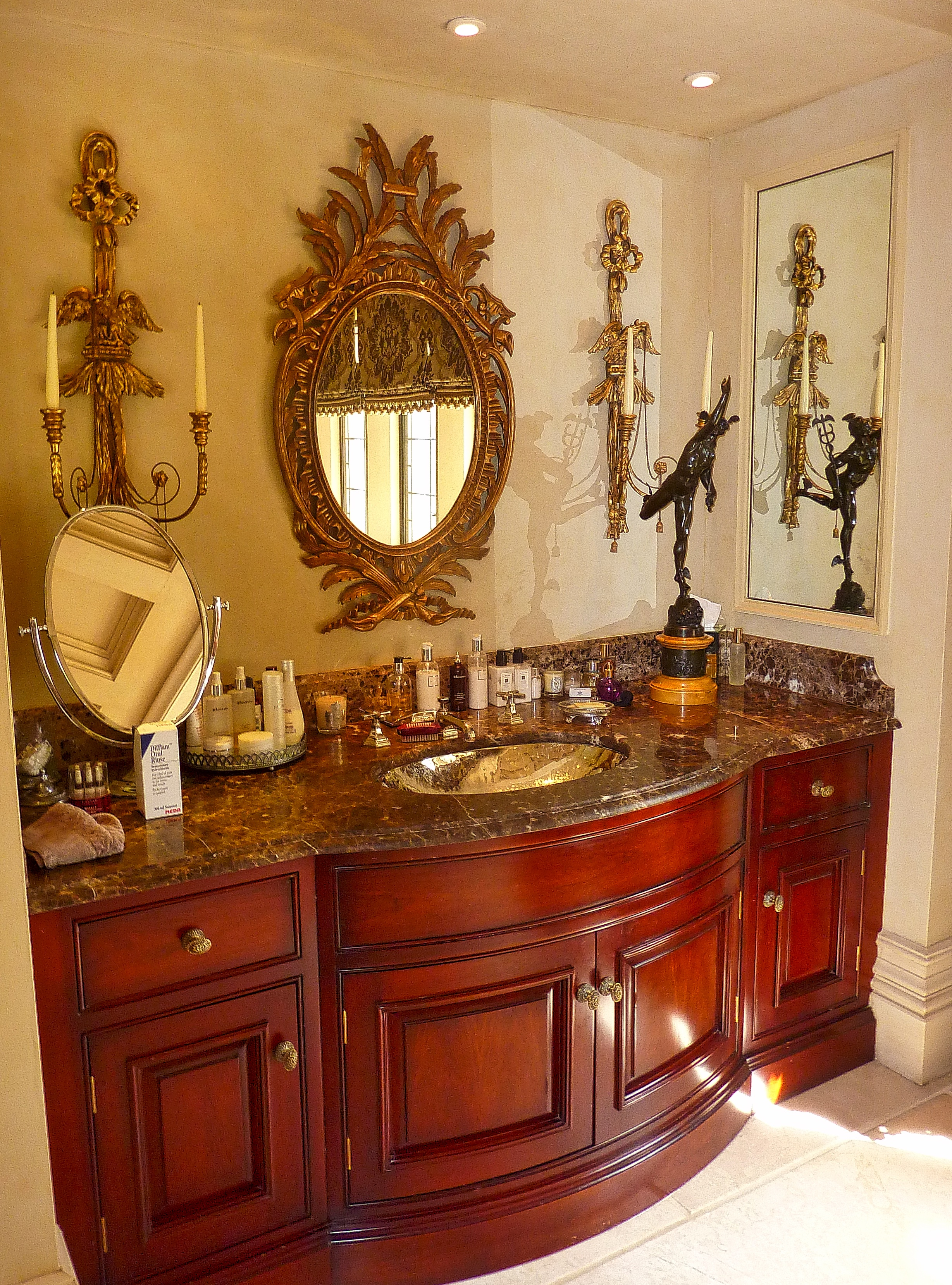 PIC 8 - ANGEL MARTIN - THE MANOR HOUSE - MASTER EN SUITE VANITY.jpeg