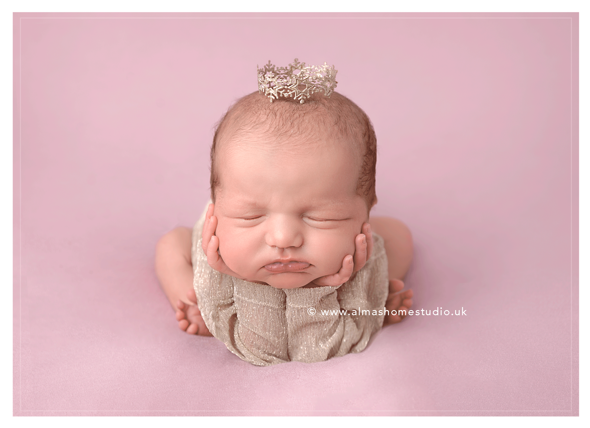 Newborn photographer near me in Blandford Forum, Dorset