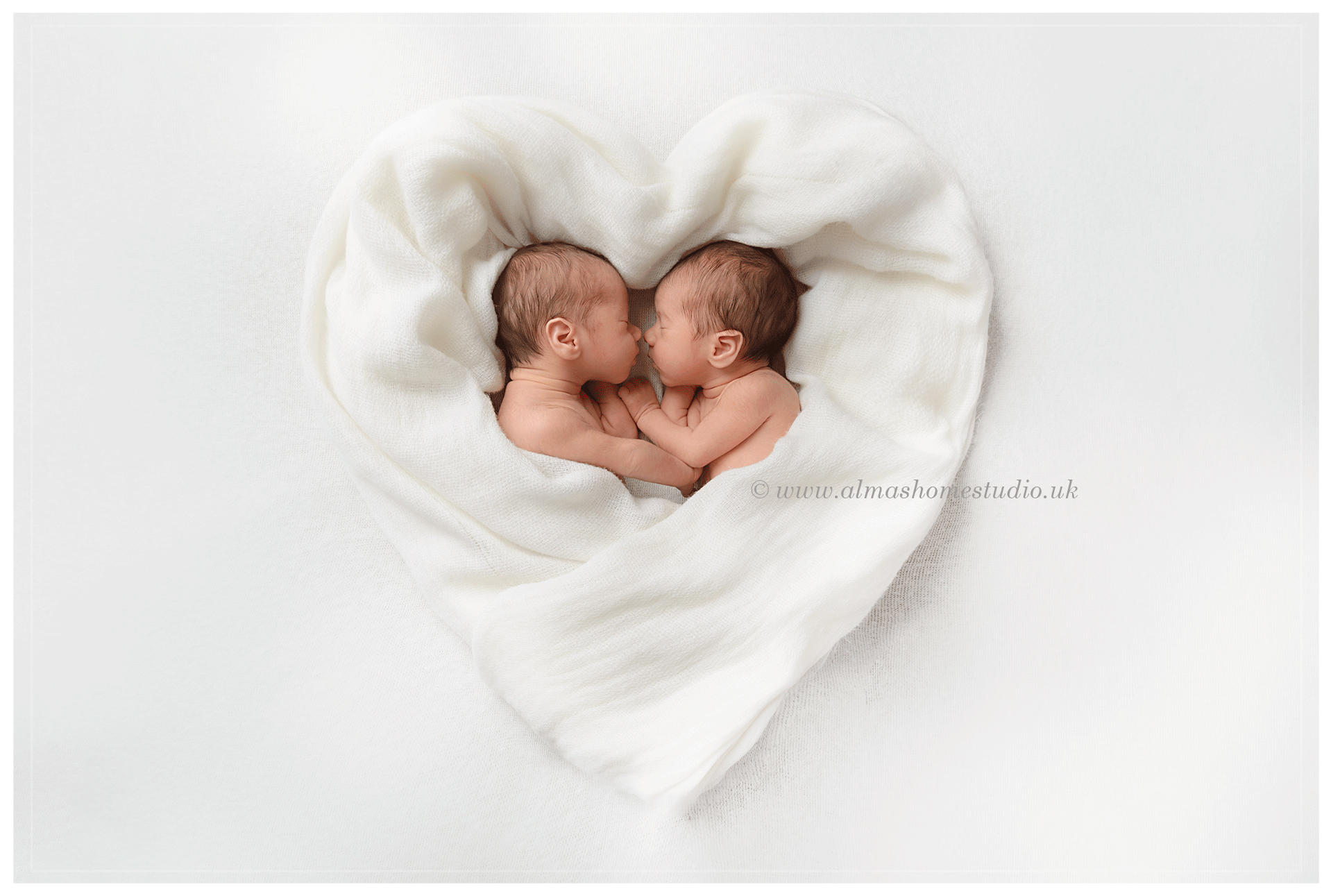 Alma's Home Studio - Specialist Newborn photographer in Dorset