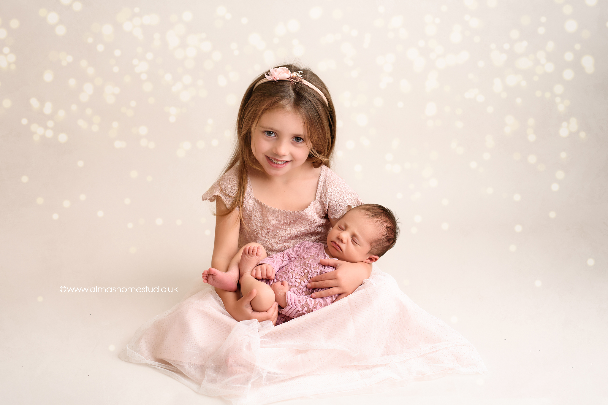Newborn Photographer in Dorset/Wiltshire/Somerset Includes photos of baby with siblings