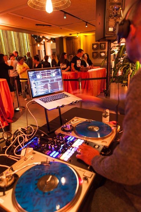photos_e_and_o_DJ.jpg