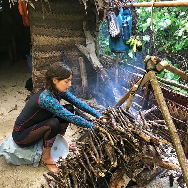 Each morning we take it in turns to get the fire going. Buried embers can sometimes be a blessing in disguise, we always like to make sure you have enough tinder to keep it going all day. #startthedayright #primitiveshelter #palmleaves #campfire #teameffort #newexperiences #desertislandsurvival