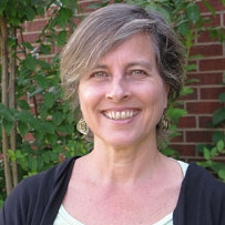 Carol has been practicing Kadampa Buddhism for many years and is studying on the KMC Teacher Training Program. Carol regularly teaches classes at the temple.