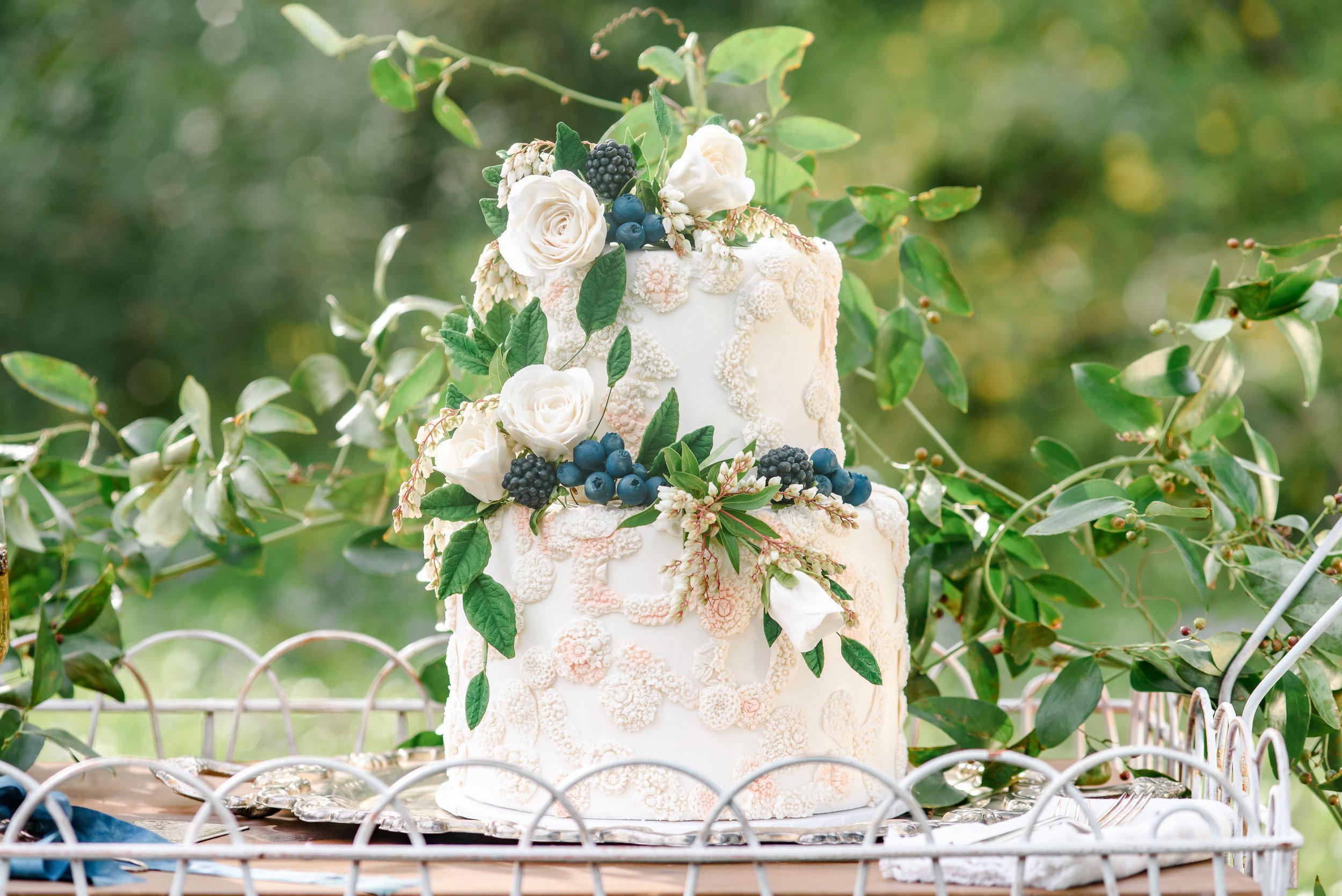 Garden Wedding Inspiration | Two-tier Wedding Cake | Fresh Flower Wedding Cake