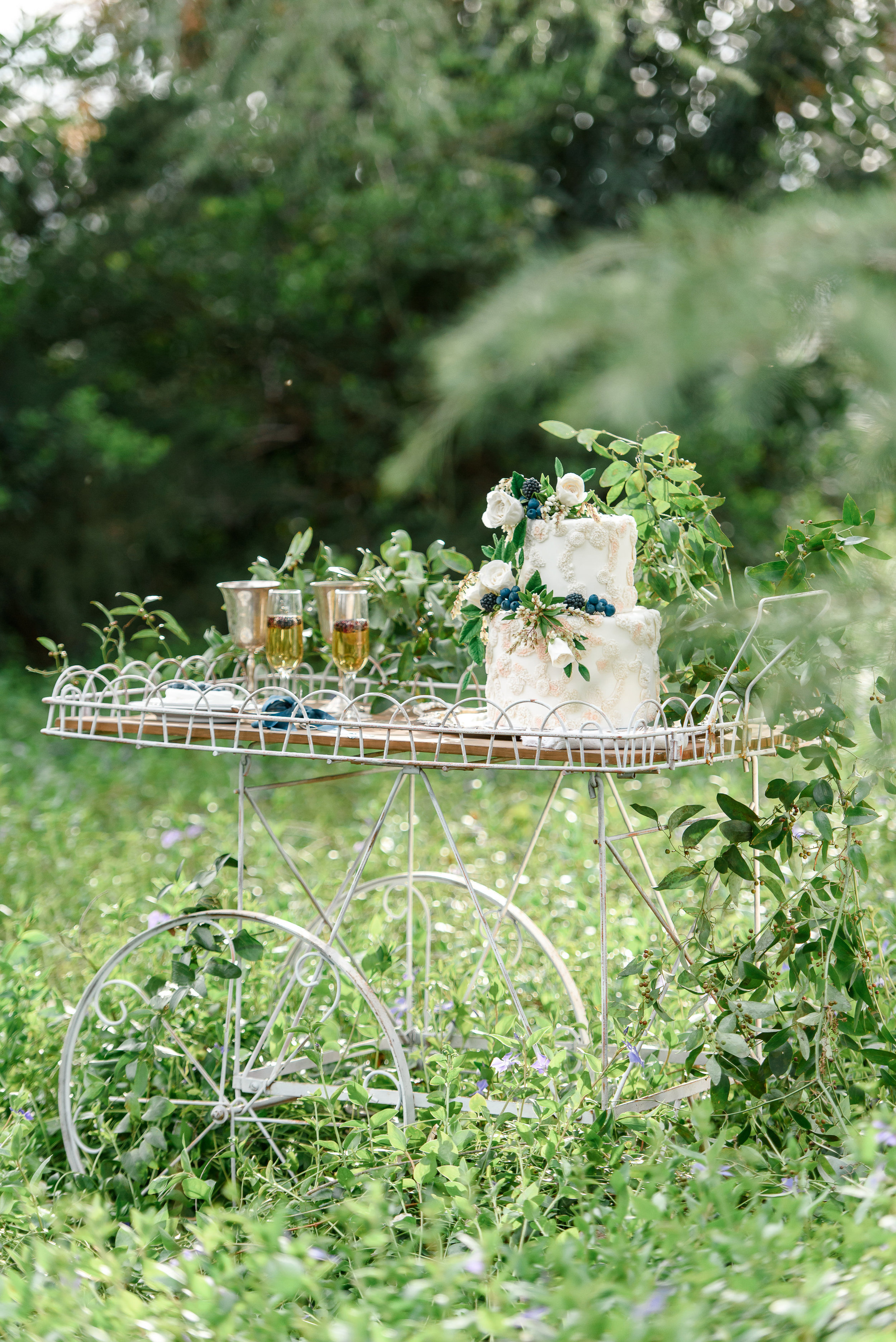 Garden Wedding Inspiration | Cake Display | Wedding Cake