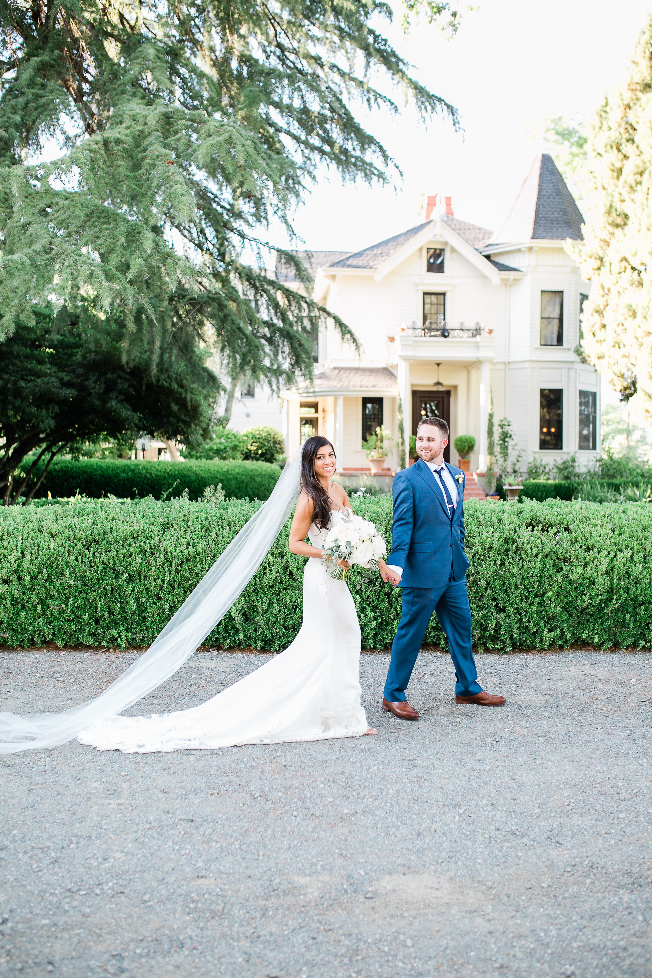 Park Winters Summer Wedding | Bride and Groom Photo | Victorian Inn Wedding