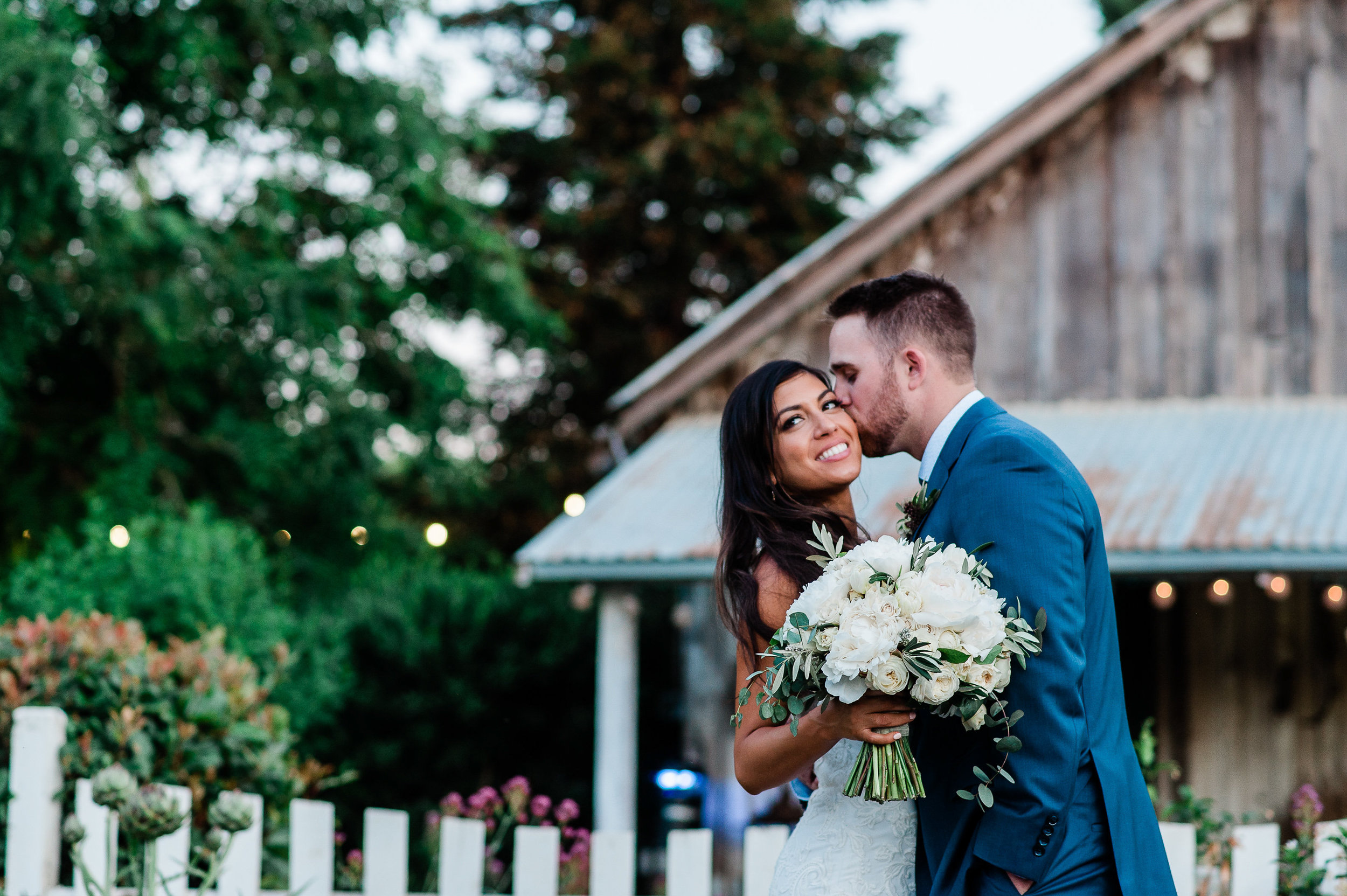 Park Winters Summer Wedding | Bride and Groom Photo | Country Wedding | Vintage Wedding | White Bouquet | Bridal Bouquet