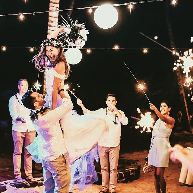 First dance Friday!!! @fairmontorchid @fairmontorchidweddings @graceflowershawaii @chamy0718 @djtiger808 @fletchphotography @gracemakeupartistry . . . . . #strictlyweddings #pacificweddings #100layercake #junebugweddings #hawaiibrideandgroom #hawaiiphotographer #bigislandphotographer #hawaiiweddingphotographer #oahuweddingphotographer #mauiweddingphotographer #kauaiweddingphotographer #radcouples #belovedstories #firstdance #hawaiidestinationwedding #hawaiisbestphotos #fletch #fletchphotography #hawaiibeachwedding #hawaiian #nakedhawaii