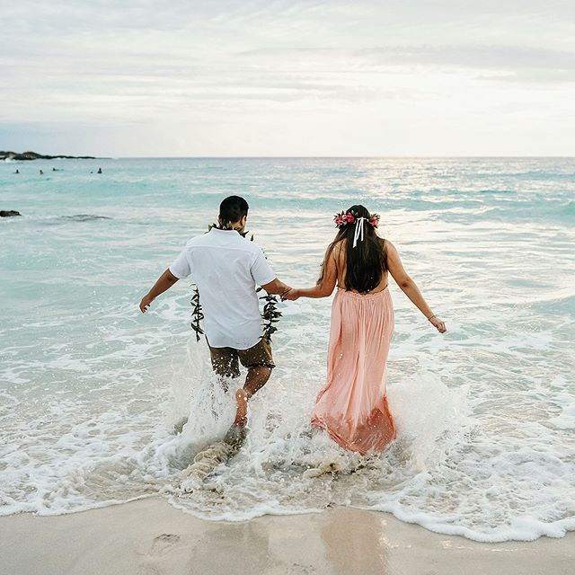 Monday motivation! @fletchphotography . . . . . . #fletch #fletchphotography #hawaiilife #radcouples #belovedstories #hawaiiengagementphotographer #hawaiiphotographer #hawaiiweddingphotographer #hawaiibeachlove #hawaiisbestphotos #mondaymotivation #mondayvibes