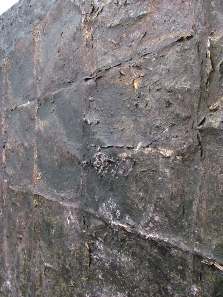 Under Detail