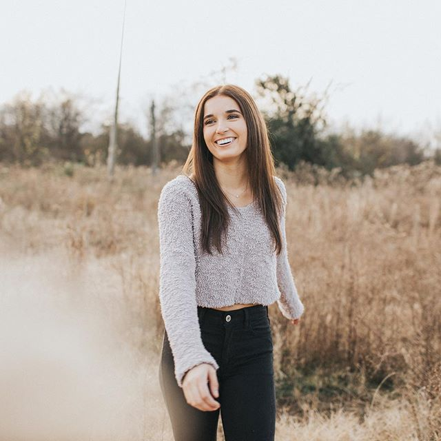 A happy Senior shot from one of my last sessions in Mississippi. Can't believe how different the weather is here in Maine! Today the high was like 2° and it felt like -10° with the wind chill 😮 Ready to take on some Maine Seniors when the weather warms up!
