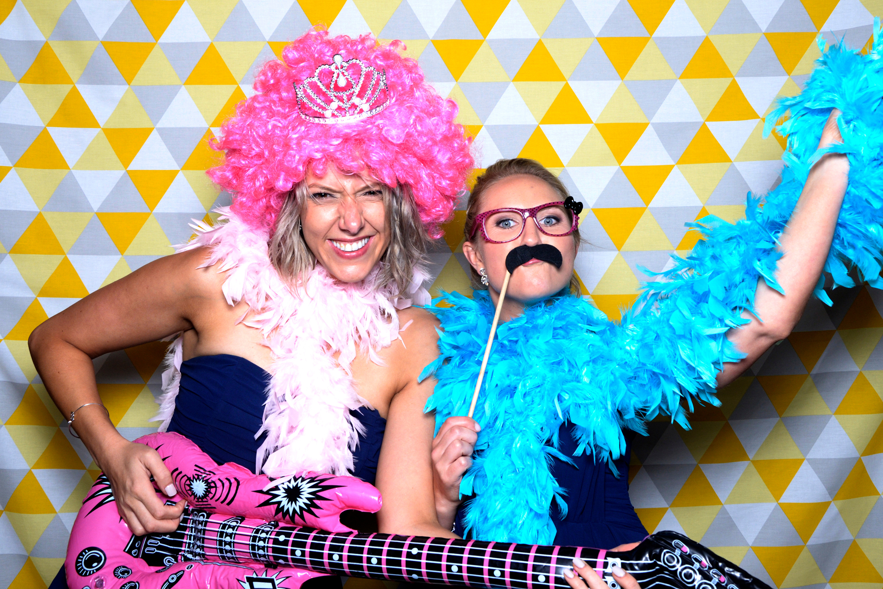 bearbooth-photobooth-backdrop-yellow-triangles.jpg