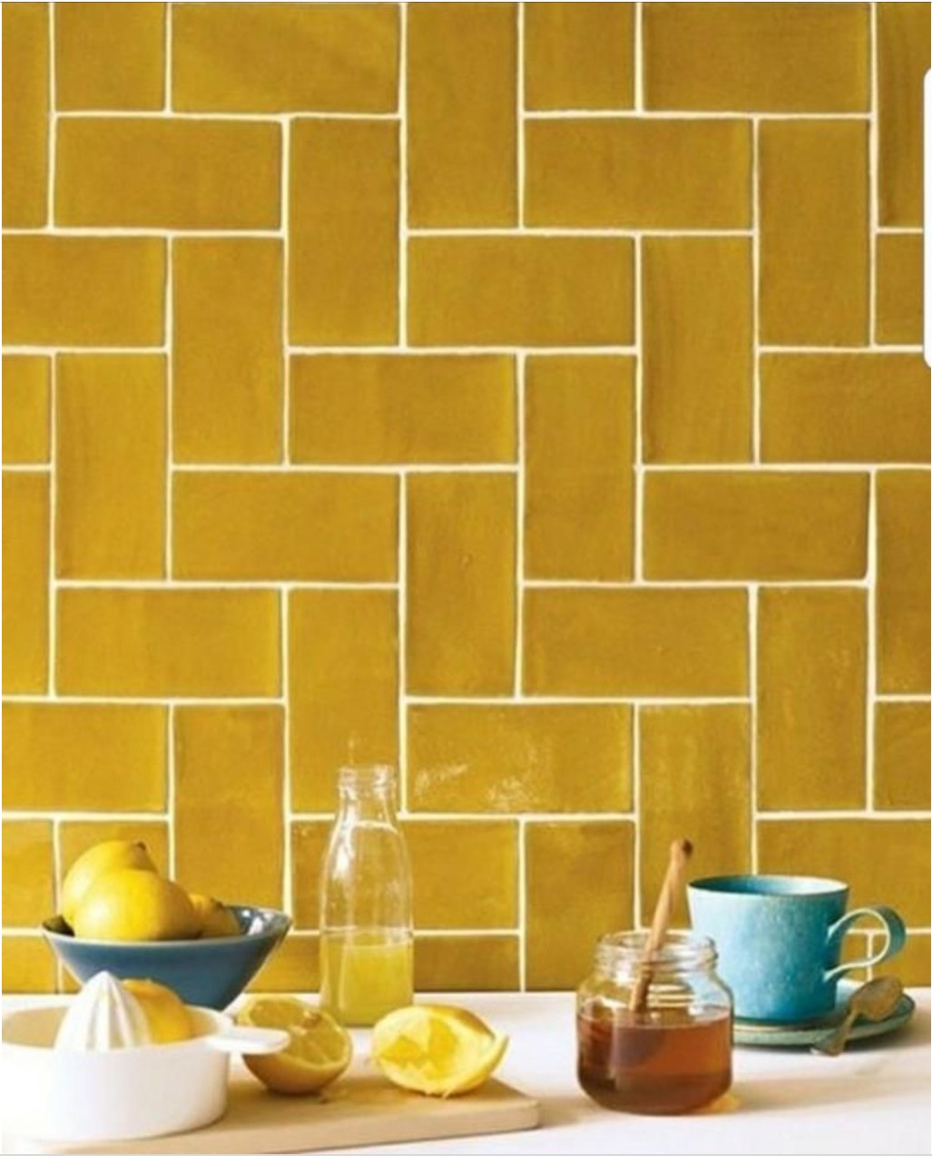 yellow and gold - Bright and shiny yellow can put a smile on anyones face,subway tiles are so versatile!