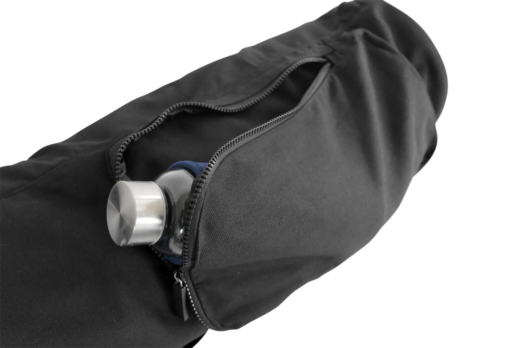 Zwei aufgesetzte Taschen und ein cleverer Tragegurt machen unsere Tragetasche zu einem unverzichtbaren Zubehör.