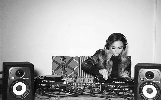 DJ MASTERCLASS TONIGHT 🔥🔥🔥 only 2 spots left for a FREE 9 week course that could lead you to become a SUPERFOXX DJ just like @chloeferns - who is coming down afterwards to kick the night off at Tape London! THE @krystalroxx will be showing you everything you need to know to get the party started. WHAT A HUGE NIGHT💥don't miss out - email vip@superfoxx.com