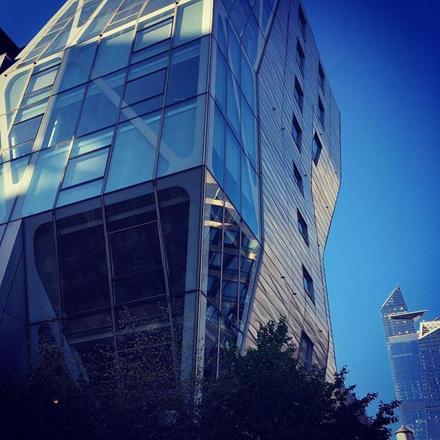 una passeggiata tra la fine dello pomeriggio #highline #nyc #buildings #outside