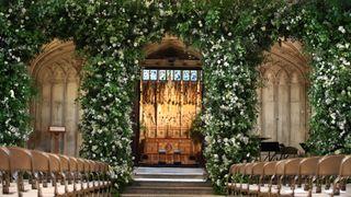 skynews-chapel-flowers-royal-wedding_4314398.jpg