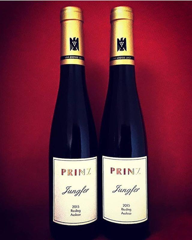 «det perfekte vinet» 100/100 fra James Suckling.  La oss presentere: Weingut Prinz, auslese 2015 goldkapsul  Vinmonpolet: 10011302 og storfavoritt på Aperitif.no  #weingutprinz #rheingau #auslese