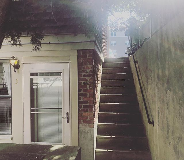 """Room 3- our """"Airbnb"""" style accommodations with a private and secluded outdoor entrance set back from the street front. Try it out next time you stay 🌿☕️ #newportribnb #placestostayinnewport #newportsanctuary #admiralfitzroyinn #homeawayfromhome"""