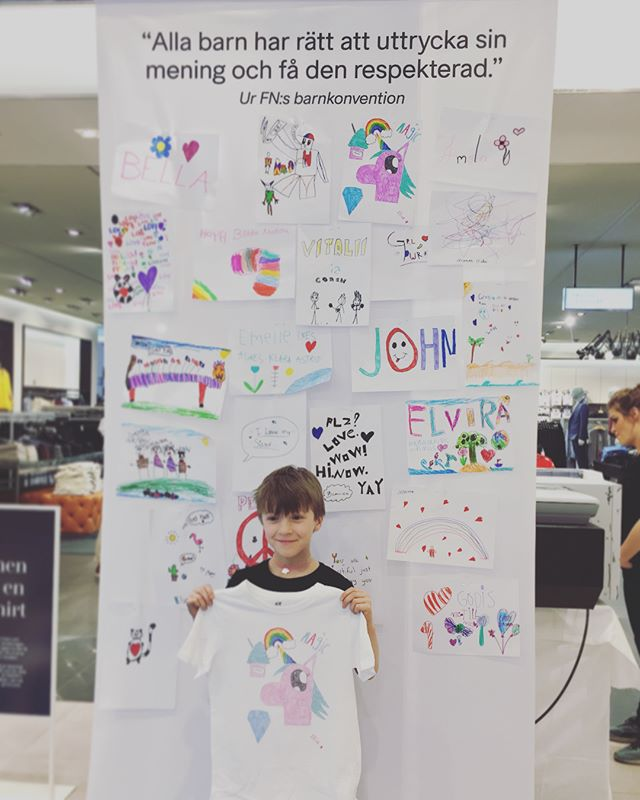 H&M x Unicef, Stockholm, april 2018. ___ The UN Convention states that all children have the right to express their views. In collaboration with Unicef H&M invited all their smallest Club members to draw and get their drawings printed on t-shirts. The full price for the printed t-shirts went straight to Unicef.  #hm