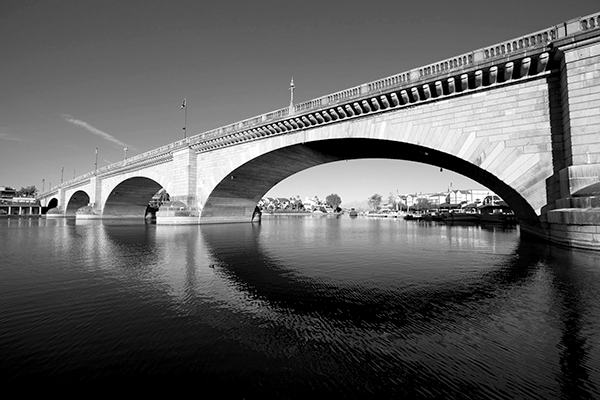 london_bridge_main_BW.jpg