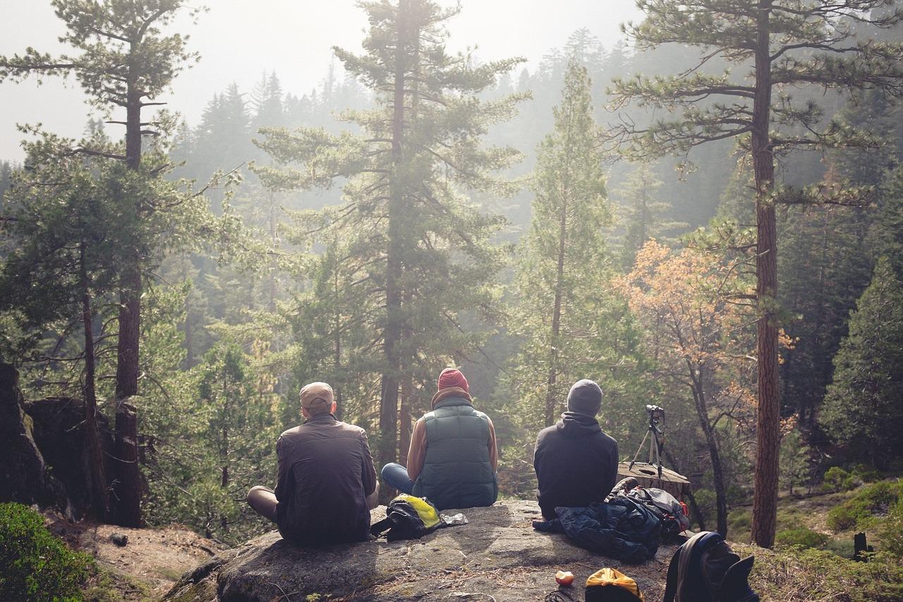 summer-hiking-friends.jpg