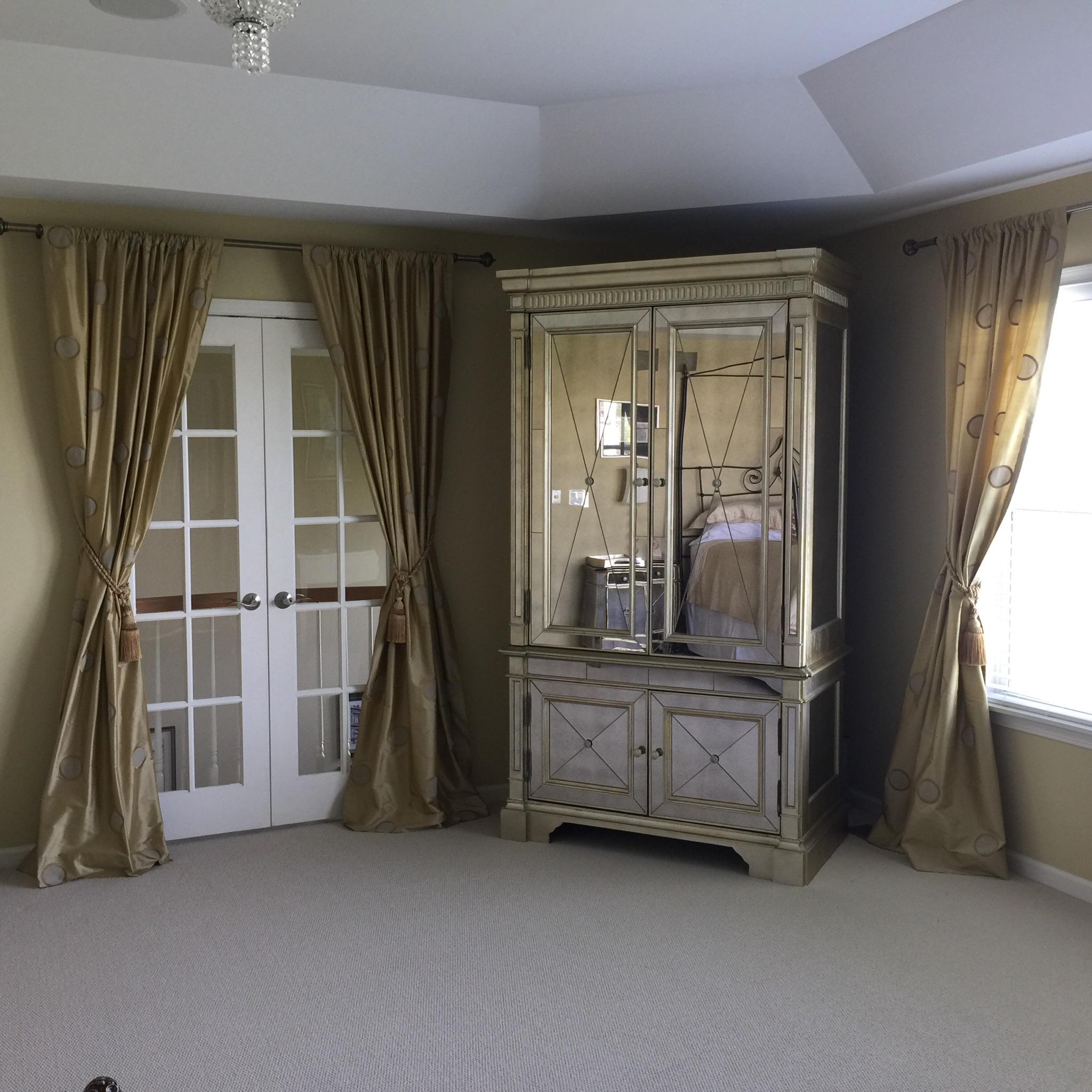 Mirrored vanity at angle 1.jpg
