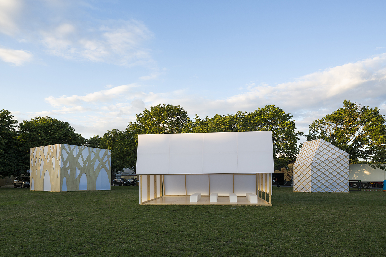 Superflex  Flagship Shelters  på Roskilde Festival, 2016 | Foto af Torben Eskerod.