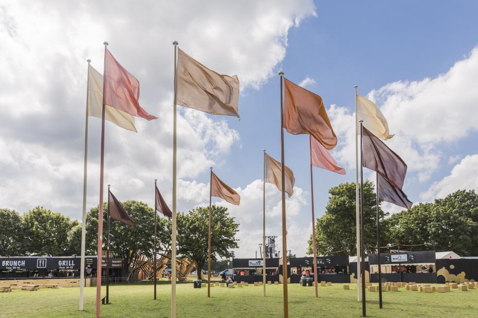 Hesselholdt & Mejlvang  Native, Exotic, Normal / Circle of Flags  på Roskilde Festival, 2016 | Foto af Lone Eriksen.