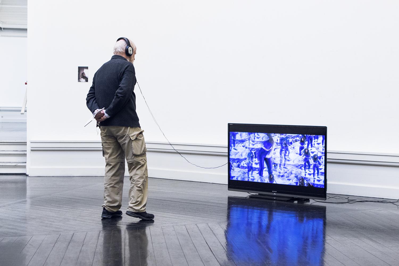 "Mette Moltke Wozniak ""Pressure Pressure""   Foto af I DO ART Agency."