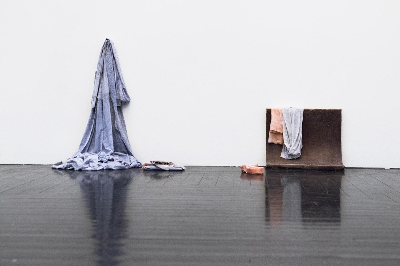 """Tine Adler """"Counting sheets & socks""""   Foto af I DO ART Agency."""