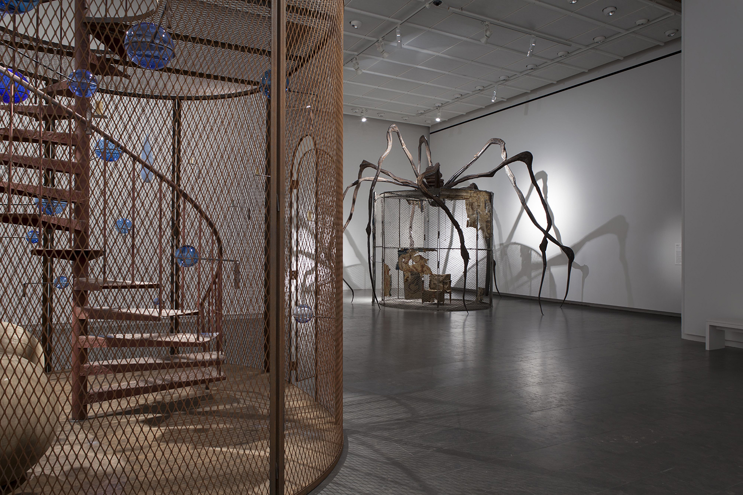 Louisiana Museum of Modern Art, Humlebæk, Danmark. Installation shot. Louise Bourgeois. Structures of Existence: The Cells. 13.10. 2016 - 16.2. 2017. Fotograf: Poul Buchard / Brøndum & Co. © The Easton Foundation.
