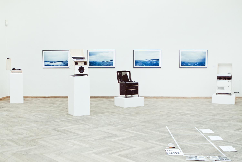"""Jay Gard """"Plattenspielers"""" og Søren Rønholt """"Almost Blue""""   All photos by Rikke Luna & Matias © I DO ART Agency."""