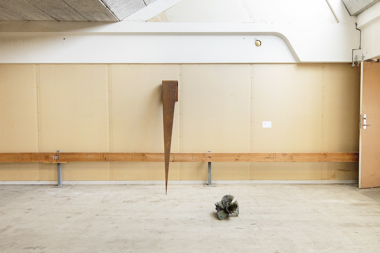 "Julie Stavad ""Amuse-bouche"", 2017 (Keramik, stål) | Foto © I DO ART Agency."