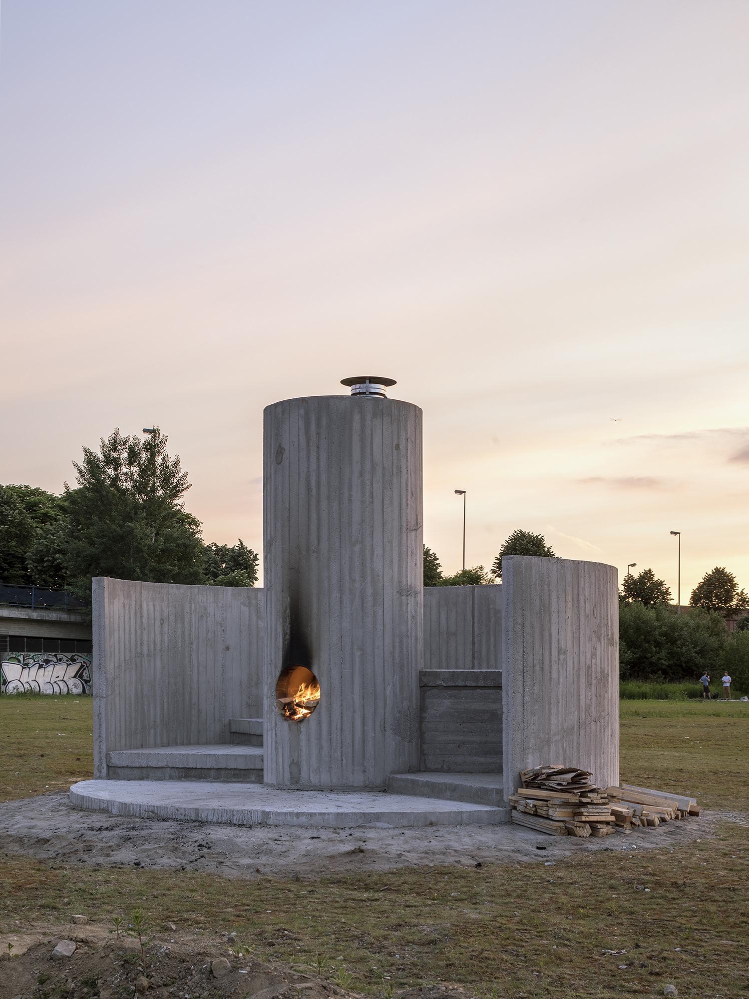 Oscar Tuazon, Burn the Formwork © Skulptur Projekte 2017. Photo: Henning Rogge.