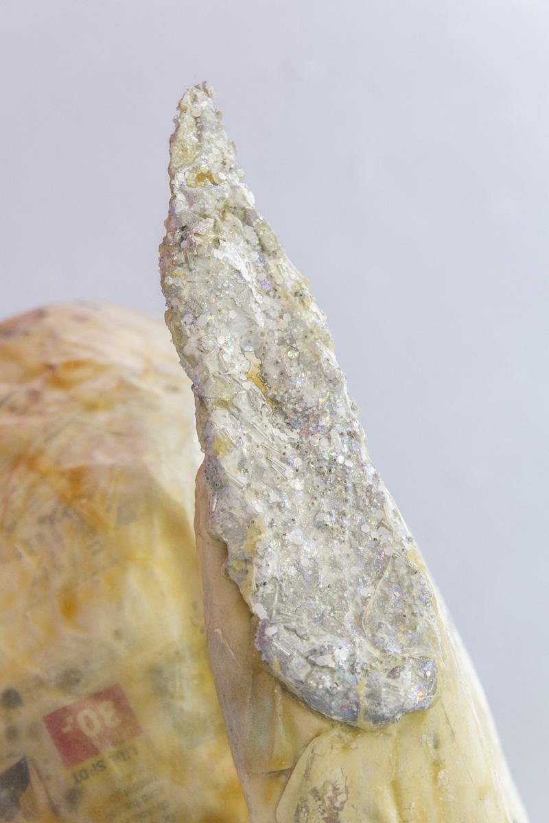 Nail It: rullebræt, papmaché, latex, tin, similisten, neglelak. Foto: A. Delafontaine.