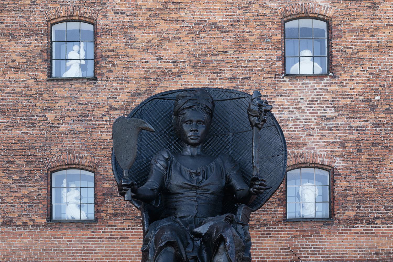 I Am Queen Mary. Photo © I DO ART Agency.