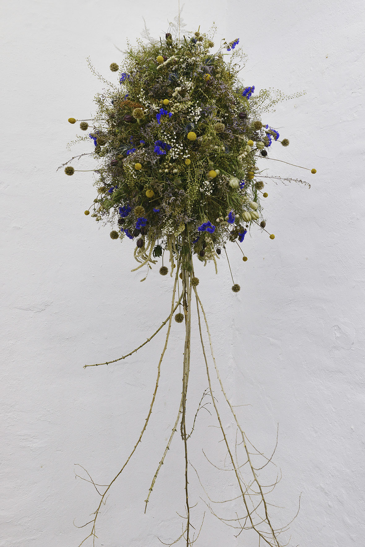 "Louise Drost Harton ""Tree,"" 2018 (Installation made out of dead flowers and branches build on wire, approx. 60X100 cm). Photo: Valérie Collart."