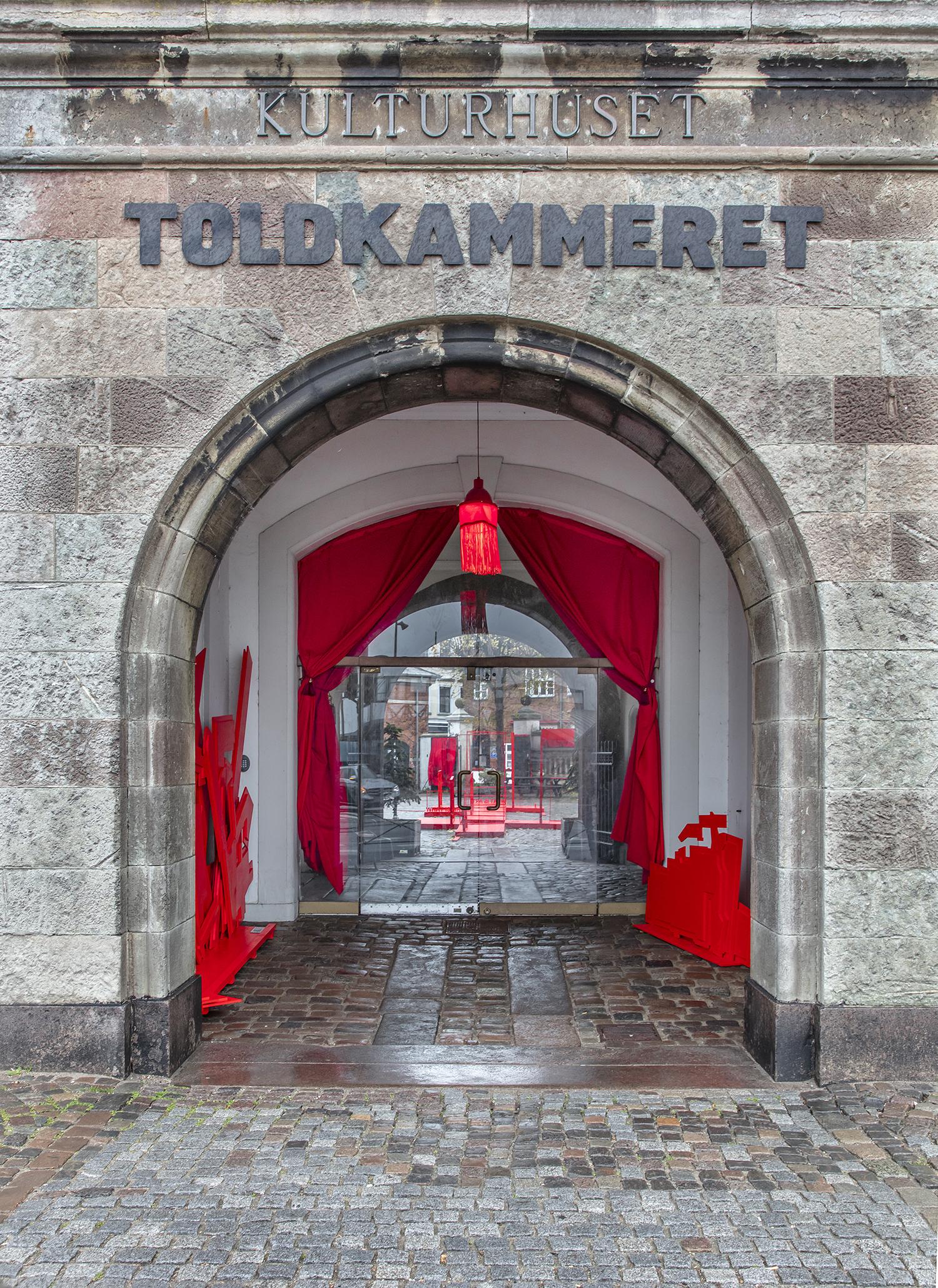 Anja Bache, Scenen er sat (Frontindgang, Toldkammeret, Nedslag 2). Foto: Ole Akhøj.