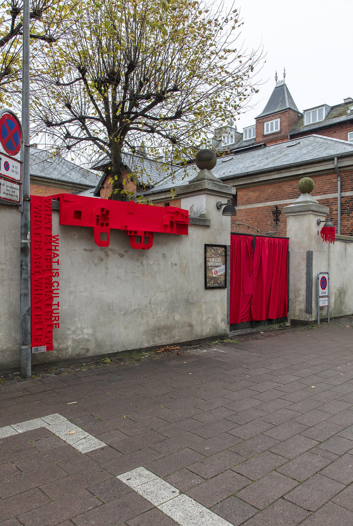 Anja Bache, Scenen er sat (Bagmuren, Nedslag 4). Foto: Ole Akhøj.