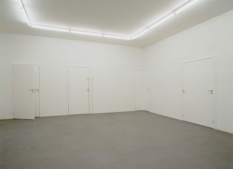 Elmgreen & Dragset, Powerless Structures (8 doors), 2000-2002. SMK. Foto: © Anders Sune Berg © Elmgreen & Dragset.