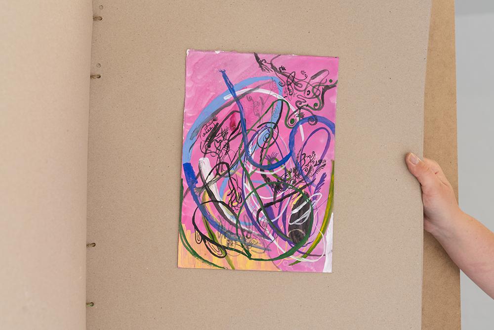 Bære ark, mixed media, rya og broderi udført af kunstnerens mor (detail). Foto: Jesper Nørbæk.