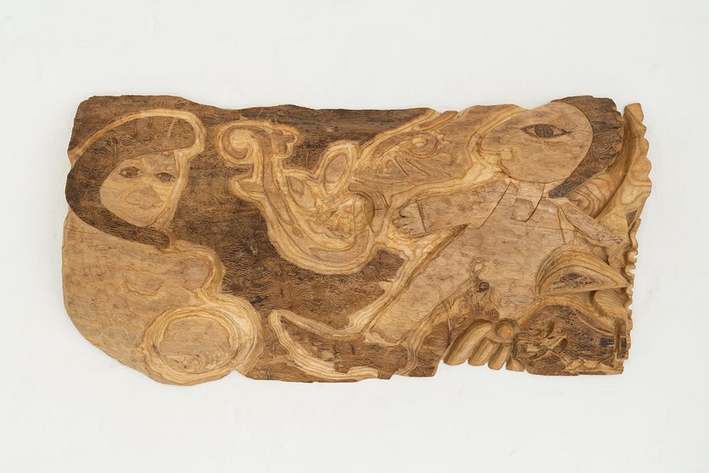 Træskomaler og nissekvinde med globen i maven, asketræ. Foto: Jesper Nørbæk.