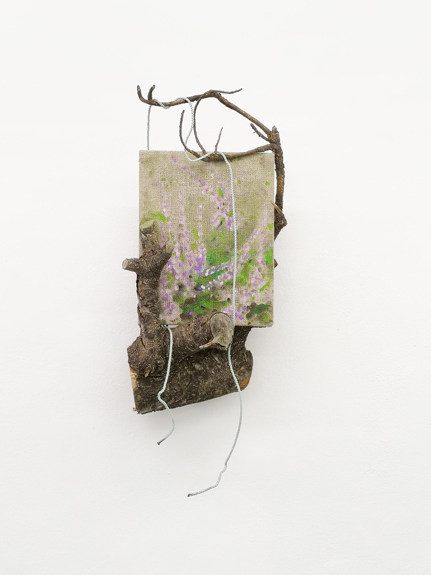 """Lars Worm """"Vestjysk Hedelandskab,� 2019 (hørlærred, akrylmaling, fyrretræ fra Ringkøbing Fjord, nylonsnor). Foto: Søren Hüttel."""