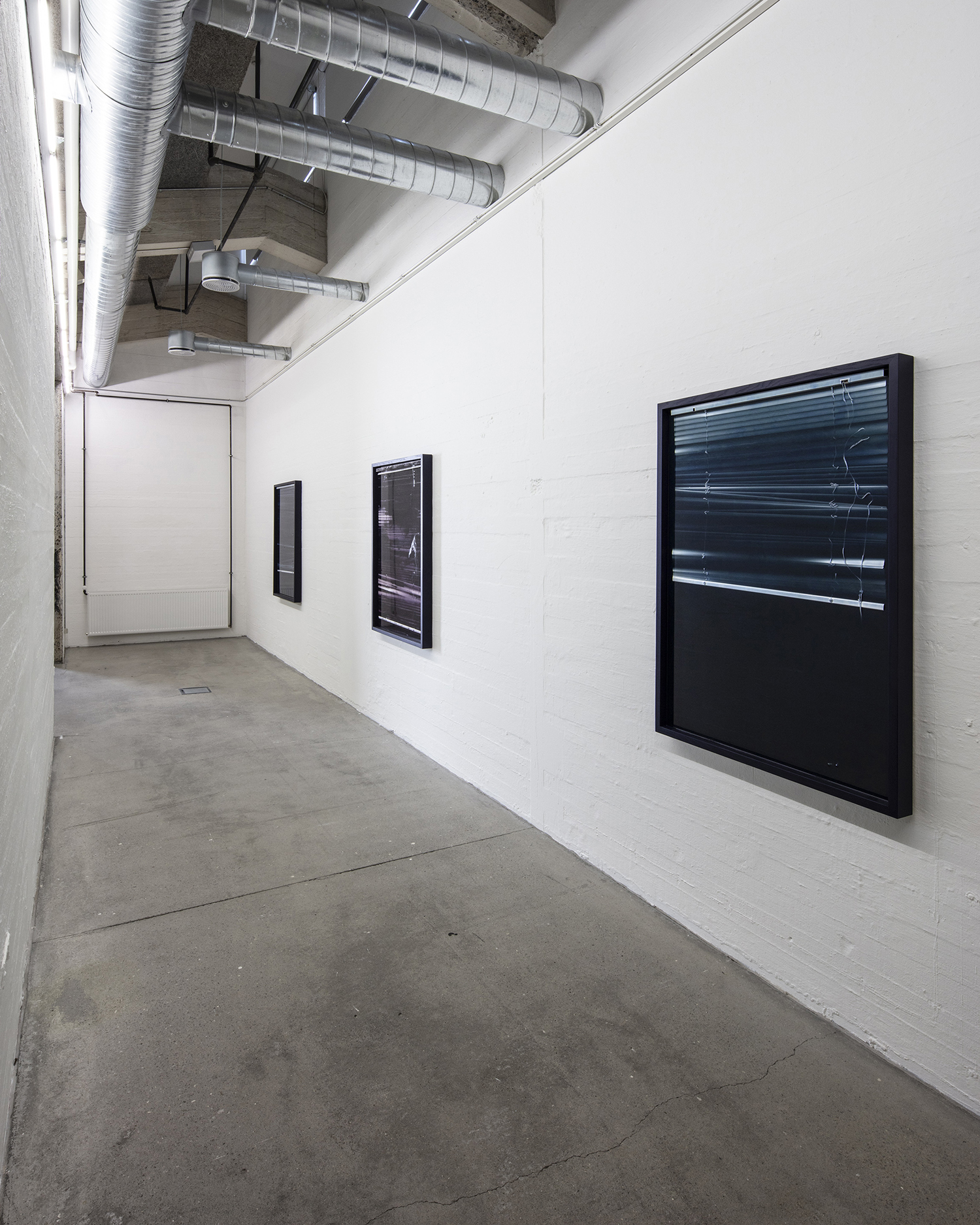 "Theis Wendt ""Negative Meadow� (installation view). Foto: Niels Fabæk."