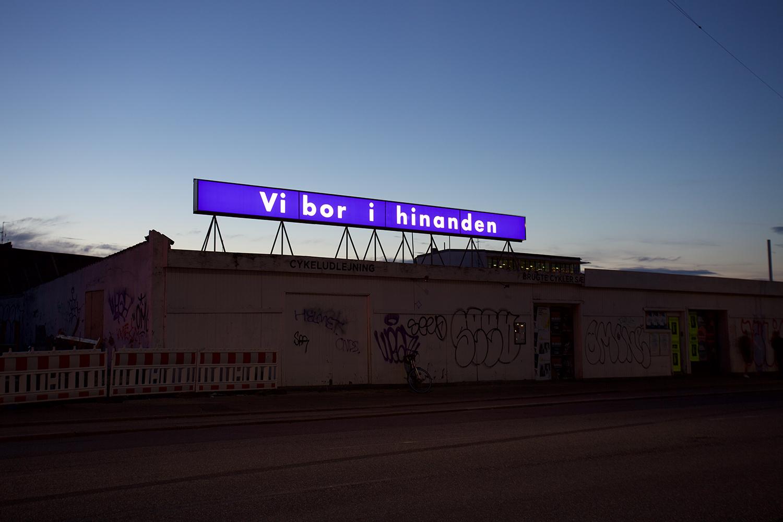 """Anette Harboe Flensburg """"vi bor i hinanden,� 2019. Foto: RoofTop."""