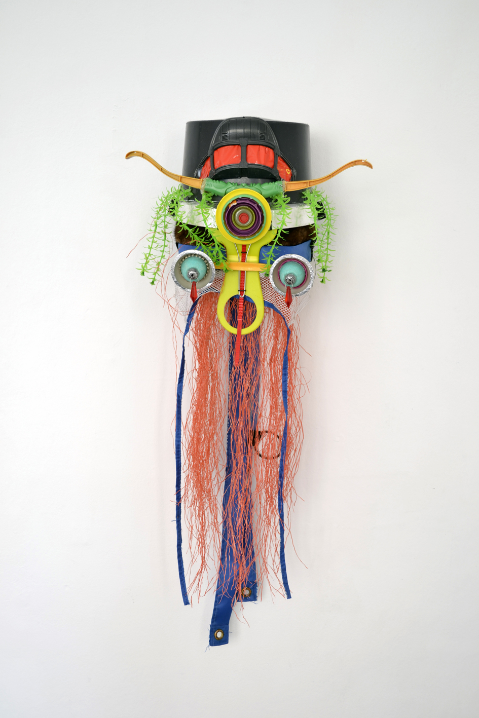 "Shinya Ishida ""Mask,� 2015 (mixed media / waste Recycling, 60 x 25 x 15 cm)."