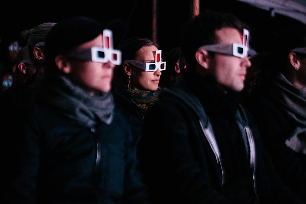 Lea Porsagers særlige 3D-briller udvider sanseapparatet med et tredje øje! (Fra visningen af HORNY VACUUM på Bloom 2019). Foto: Malthe Folke Ivarsson